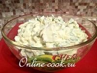 Салат огуречный с сыром и яйцами