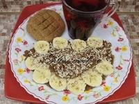 Овсяноблин с бананом и арахисовой стружкой, лепешка и чай каркаде (Петров пост 2017г. 9-й день)