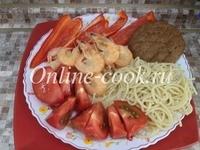 Макароны спагетти, креветки, помидор, красный перец, лепешка