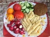 Макароны, редис, помидоры разные сорта, огурец, лепешка