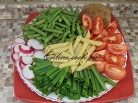 Стручковая фасоль, макароны-перья, редис, зеленый лук, помидоры-черри, лепешка (Петров пост 2017г. 8-й день)