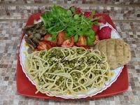 Макароны-спагетти с фасолью маш, маринованные грибы, помидоры, редис, огурец и салат корн, лепешка (Петров пост 2017г. 11-й день)
