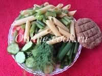 Макароны перья из муки 2го сорта, стручковая фасоль, огурец, помидор, зеленый лук, укроп, лепешка