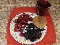 Чернослив и черешня, лепешка и чай каркаде (Петров пост 2017г. 8-й день)