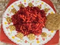 Салат свекла/морковь/яблоко, лепешка и немного грецких орехов (Петров пост 2017г. 10-й день)
