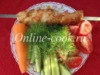 Куриный шашлык, огурец, помидор, морковка, укроп, лепешка разогревалась в тостере