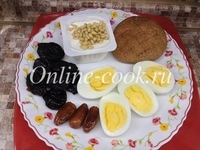 Творог агуша 100 гр с кедровыми орешками, 2 вареных яйца, чернослив и 3 финика, лепешка
