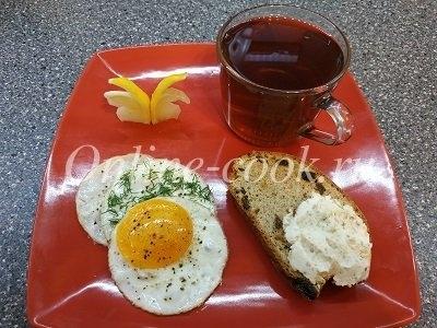 Яичница идеальной формы, рождественский кекс с творожной массой, чай с лимонной бабочкой