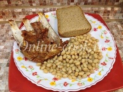 Белая фасоль со свиными ребрышками, дарницкий хлеб