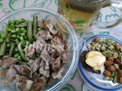 Куриные желудочки с овощами, фундук и тыквенные семечки с кунжутом к чаю